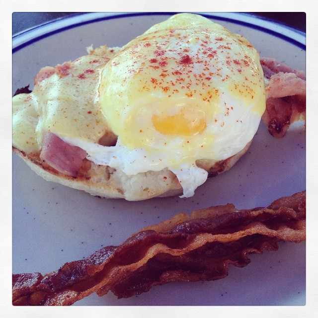 And, of course... Eggs Benedict! #airportcafe #eggsbenedict